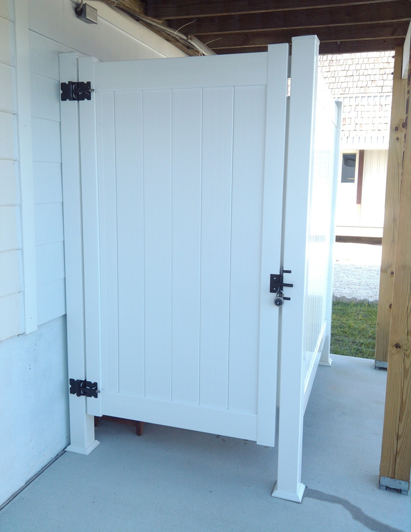 Photos of outdoor shower enclosures for outside showers for Outdoor shower doors
